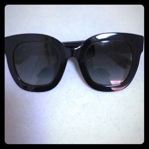 Black semi-cat eye Gucci sunglasses